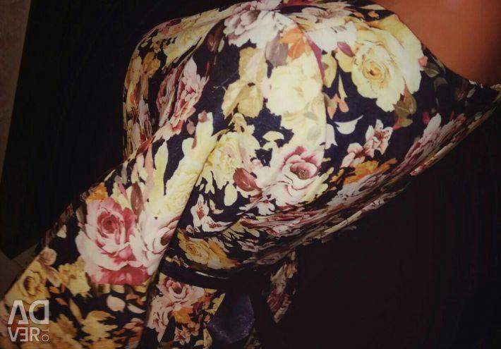 Платье яркое новое в цветы на 44-46 р.
