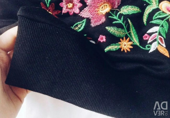 Sweatshirt in the style of zara