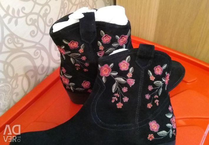 Süet çizmeler
