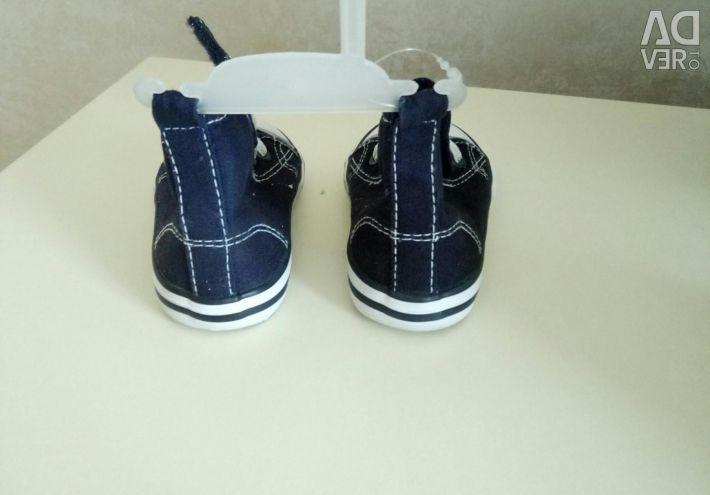 YENİ Spor ayakkabı 19 beden.