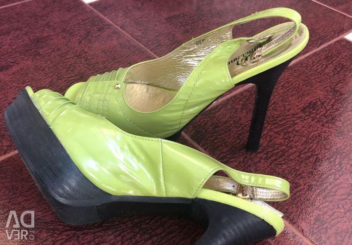 Pantofi 37 r