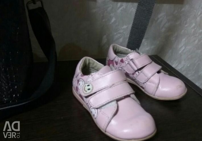 Χαμηλά παπούτσια για το κορίτσι μεγέθους 23