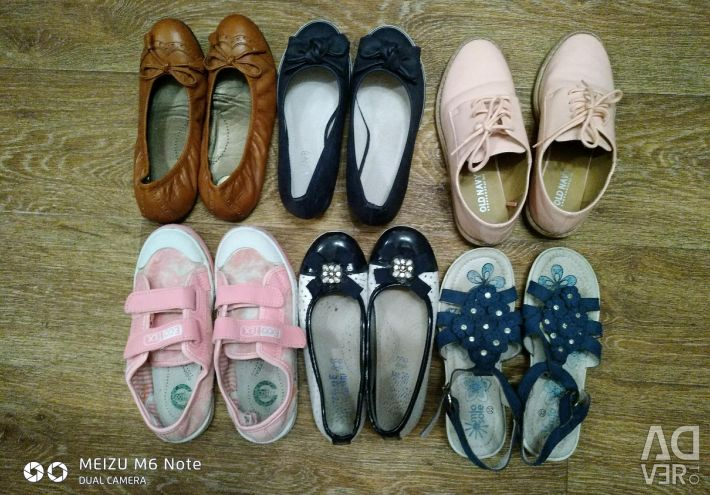 Shoes on the girl p 32-33