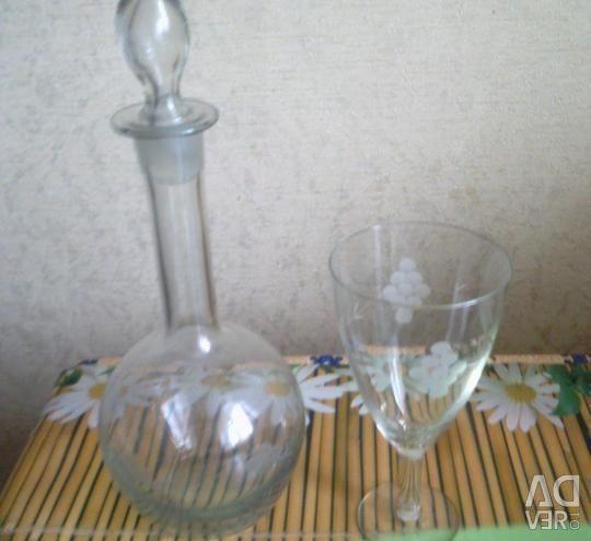 Sürahi ve bardak şarap
