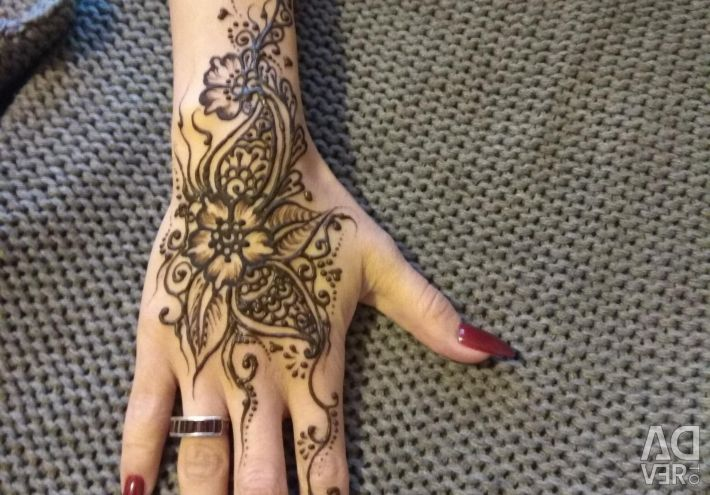 Eyebrow biotattoo with henna. Mehendi. Face painting.