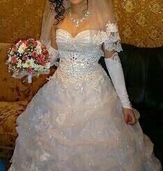 Γαμήλιο φόρεμα με κεντητό κορσέ