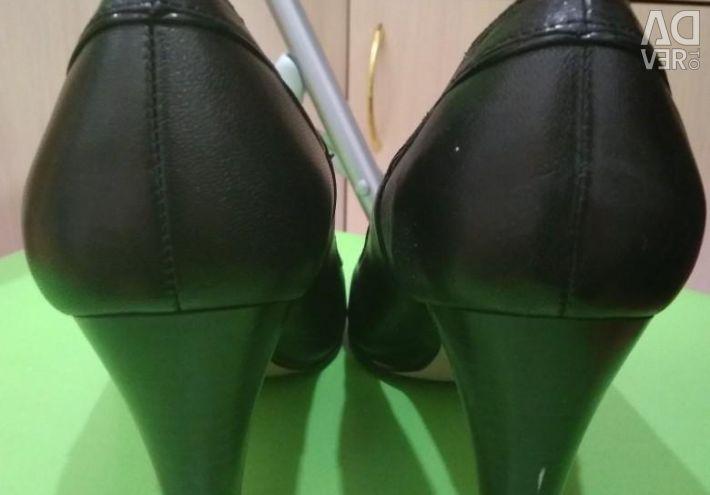 Shoes, size 39