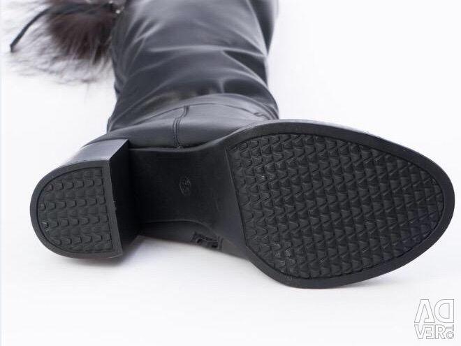 Noi cizme de iarna, BETSY