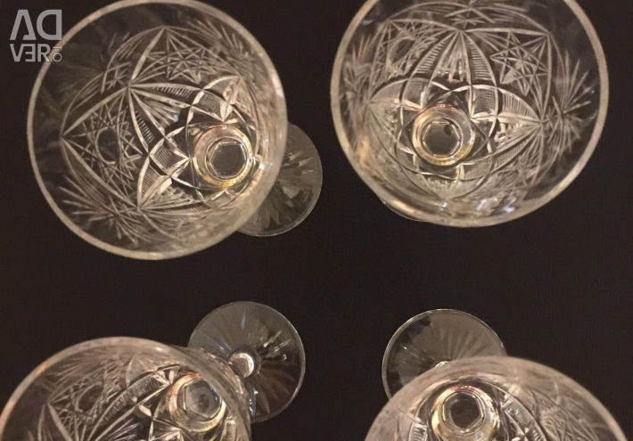 Glasses of crystal
