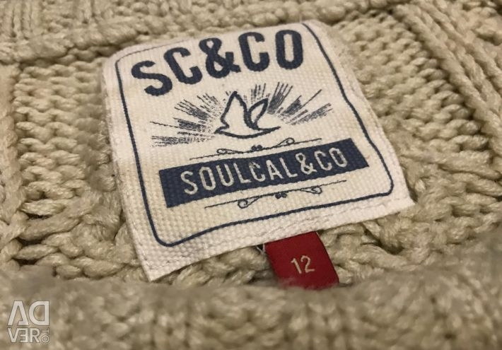 Stylish sweater oversize