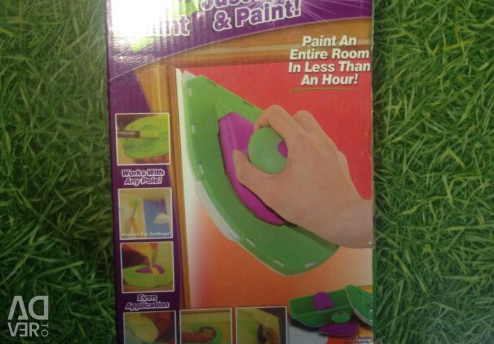 Paint roller for painting corners
