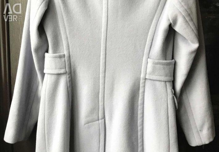 Пальто новое 46 р.