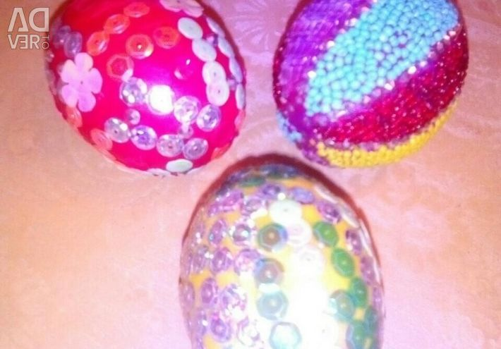 Easter eggs, manual, piece work.