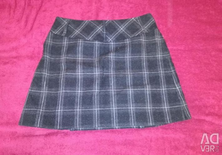 Mini-skirt of thick woolen cloth