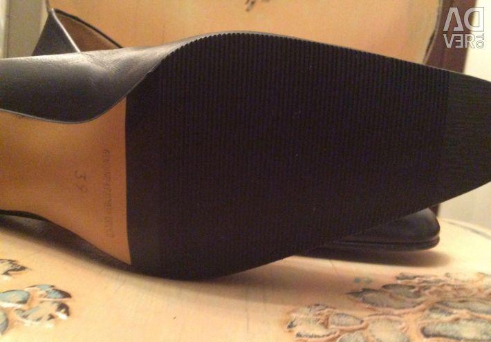 TJ Collection Pantofi din piele din Anglia