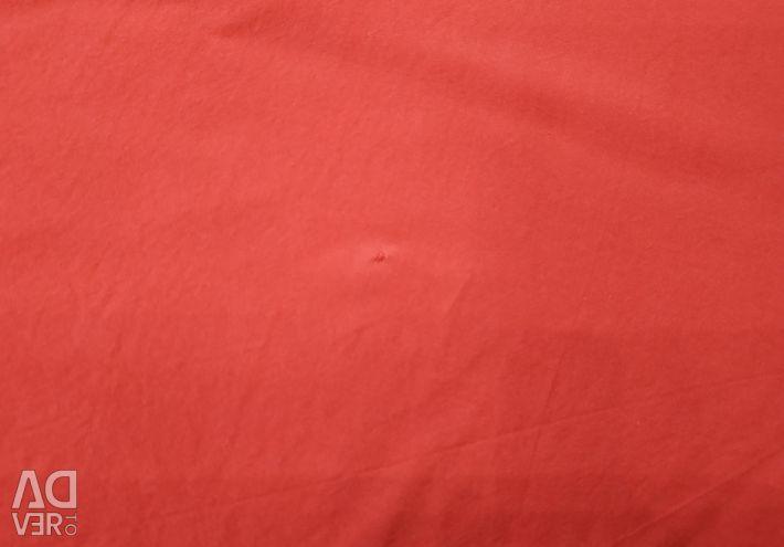 Bluza este de sex feminin, dimensiunea 52-54