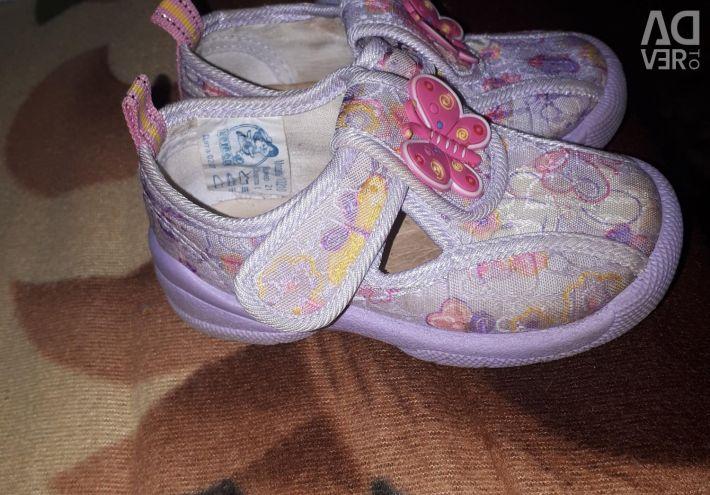 Pantofi de vară pentru fete