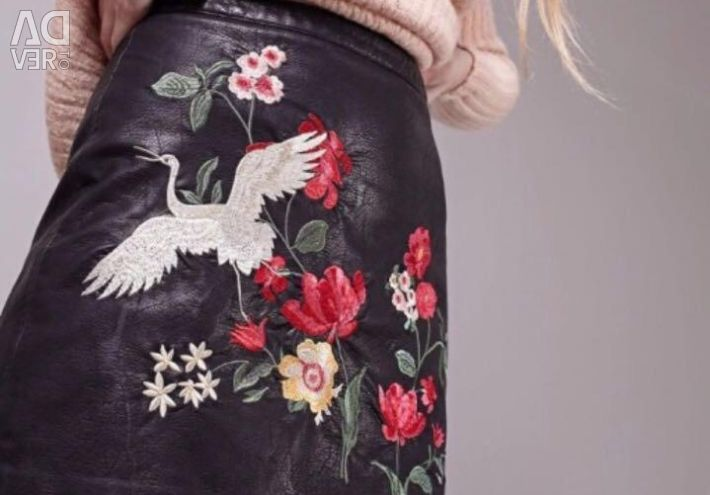 Leather skirt with embroidery s