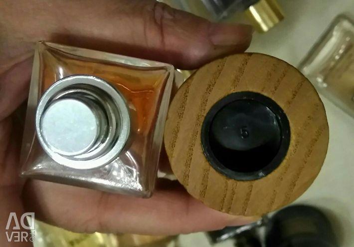 Împărtășesc distribuțiile parfumurilor originale. Lux și nișă.