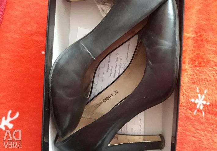 Нат.Кожаные туфли 39р