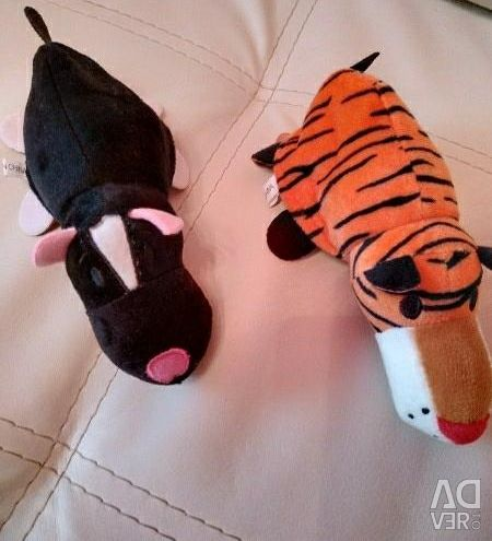 Inverted toy, different sizes