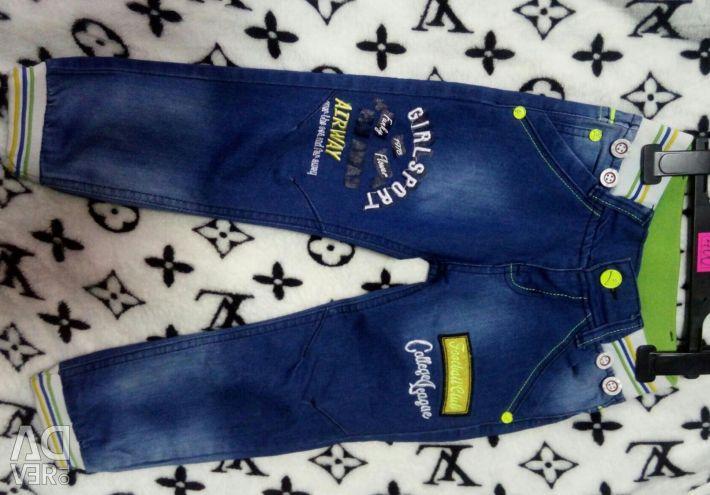 Pantaloni pentru un băiat de la 4 până la 12 ani