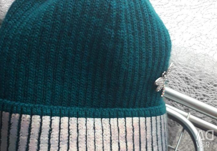 Απότομο νέο σμαραγδένιο πράσινο καπέλο με ασημί