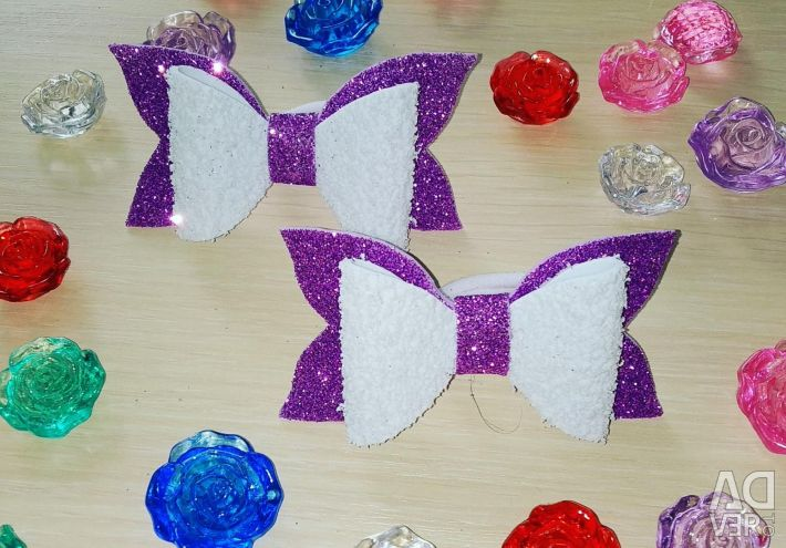 Bows, rubber bands, hair clips