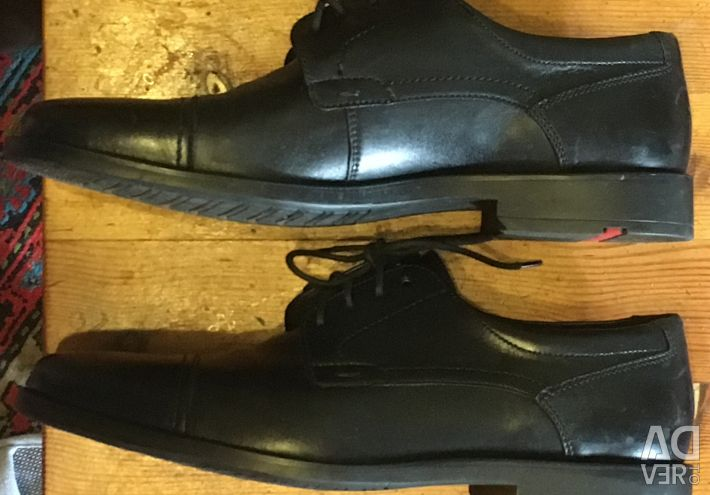 Shoes are man's autumn 42 size. Lloyd.