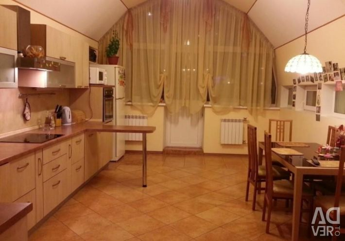 Apartment, 3 rooms, 130 m²