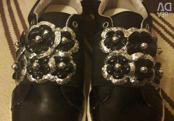 Pantofi noi Carnaby