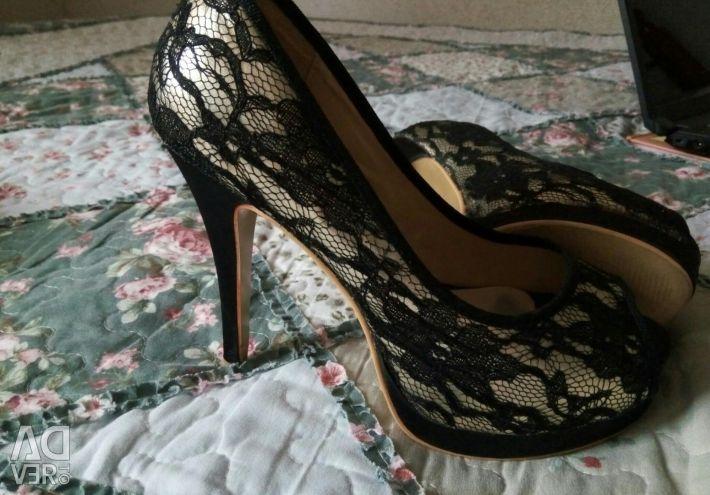 Παπούτσια με δαντέλα