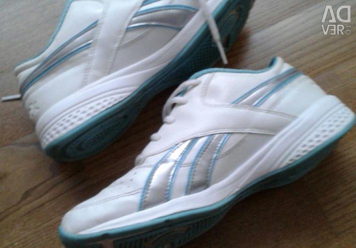 Кросівки білого кольору з бірюзовою оконтовку