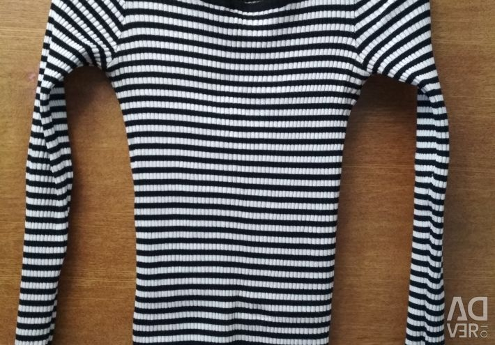 The jacket is in white and black stripes. 40-42-44