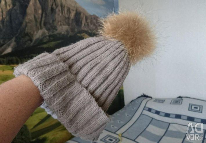 Kürk ponpon ile şapka