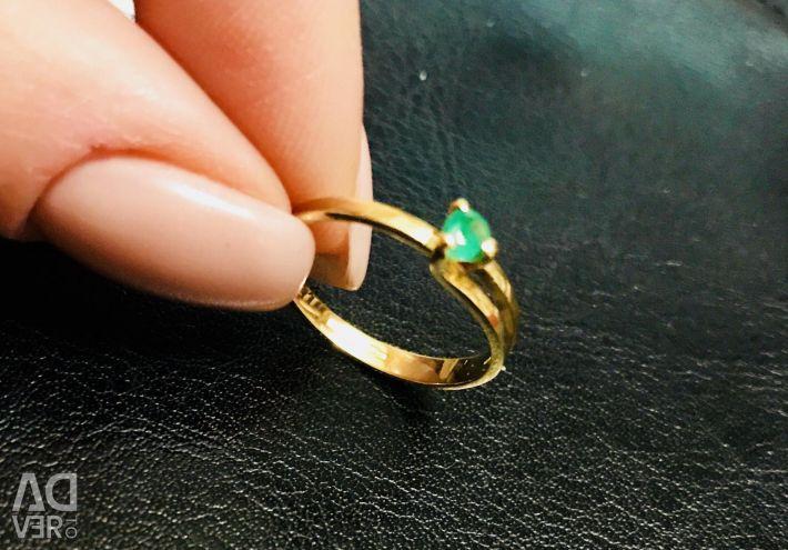 Ring. Emerald στο χρυσό λεμονιού