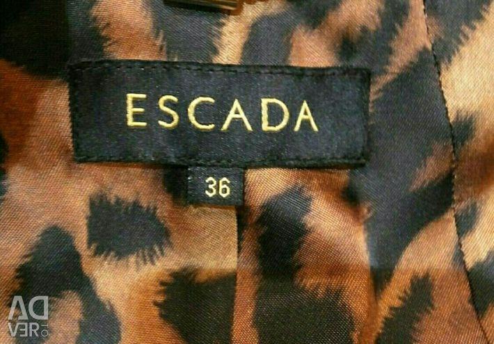 Νέο δερμάτινο μπουφάν Escada.