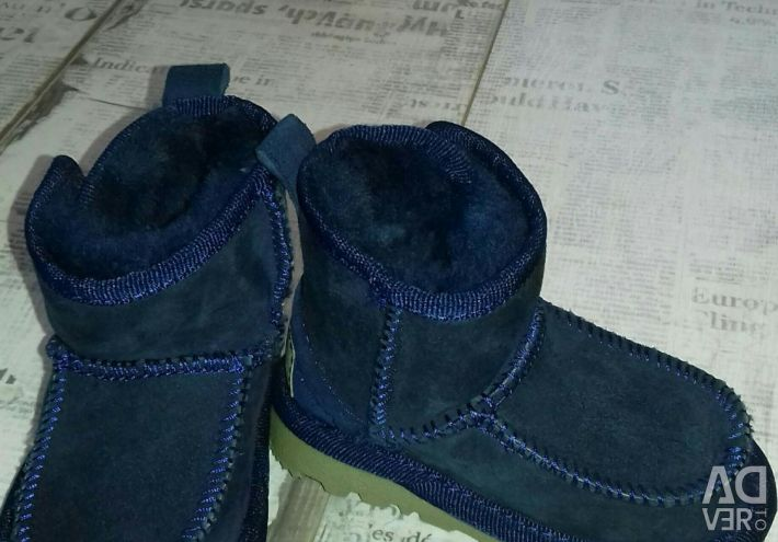 Uggs, natural shoes
