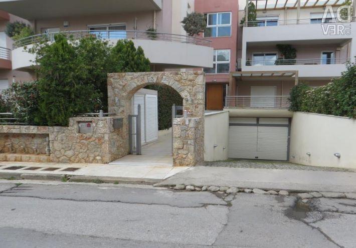 Apartament situat la parter de 143,97 mp. teren complot o