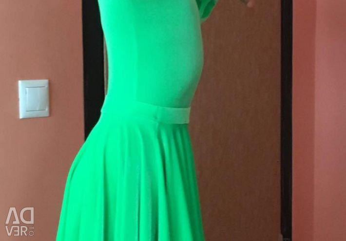 Evaluează rochia pentru sala de bal.