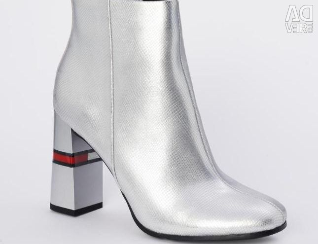 Tommy Hilfiger Ankle Boots. New
