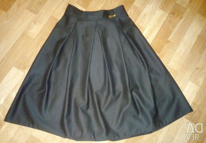 New skirt and shirt (42-44 size)