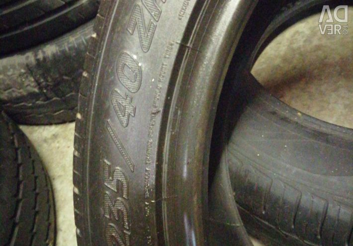 The tire on the Michelin Pilot Sport 2 235 40 by 18