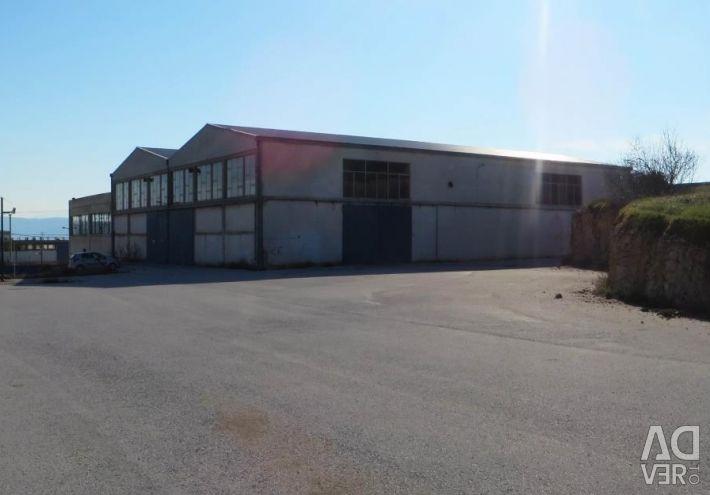 Două fabrici care au două loturi de teren de 11.850 de metri pătrați