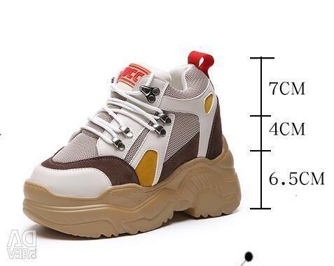 Fashionable platform sneakers