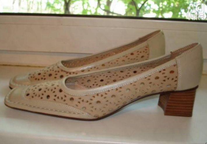 Pantofi beige deschis p 40-41 noi. piele.