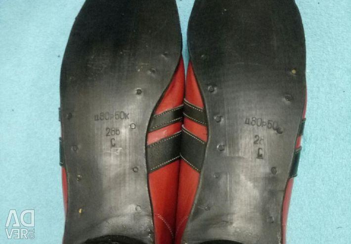 45 ski boots and bindings