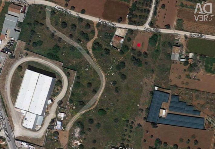 Α plot of land of 747.74 sq.m.. It has a 800m. - d