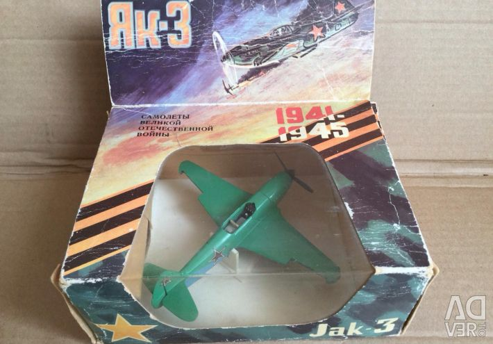 Model Yak-3 airplane scale 1/72 made in the USSR