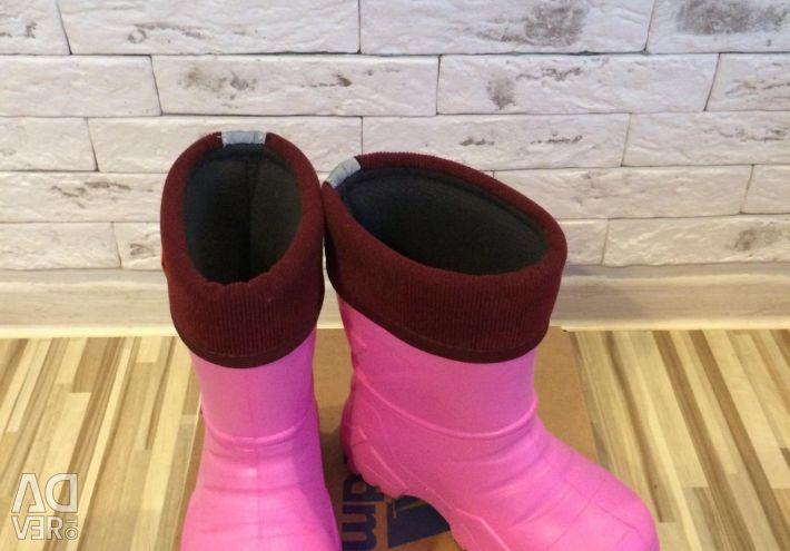 Boots new on slush